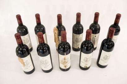 BORDEAUX (MÉDOC) Rouge, Château Greysac 1996, onze bouteilles dans leur caisse d'origine...