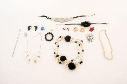 Lot de bijoux de fantaisie réveillon (pendentifs,...