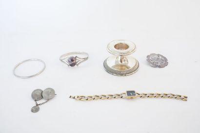 Varia de bijoux, cinq pièces (broches, bracelets...