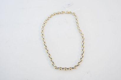 Collier à mailles deux ors 18 carats, poinçons, l. 45 cm, 39 g env.