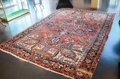 Grand tapis caucasien à motifs géométriques...