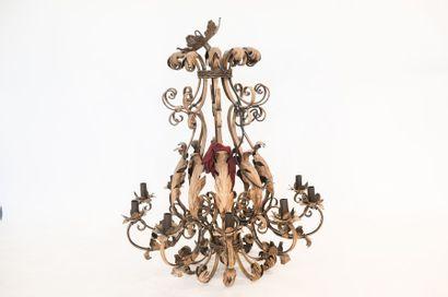 Grand lustre orné de feuilles d'acanthe,...