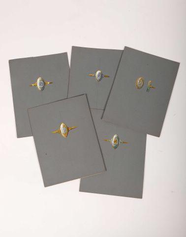 Cinq dessins en couleurs pour une montre-bague,...