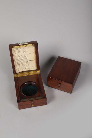 Deux boîtes en acajou poli pour montres de...