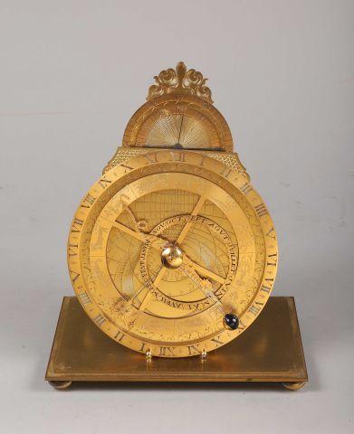 Pendule de bureau à l'astrolabe en bronze...