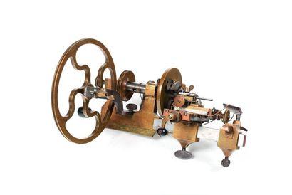 Un burin fixe à roue. L. du chassis 35cm...
