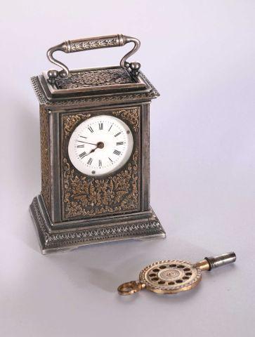 Pendulette de voyage miniature ou mignonette,...
