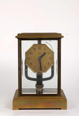 Bull-clock de petite taille avec cadran octogonal...