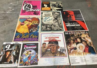 Ensemble de plus de 500 affiches et affichettes...