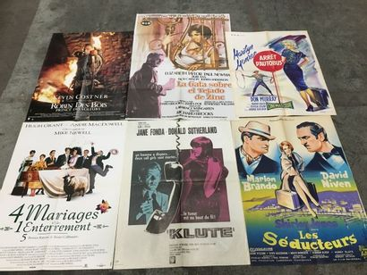 Ensemble de plus de 400 affichettes anciennes...