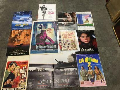 Ensemble de plus de 600 affiches de cinéma...