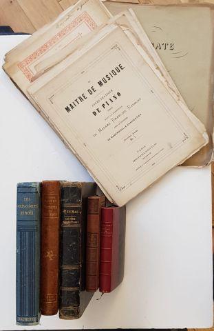 Lot de livres reliés dont A. DUMAS, Les trois...