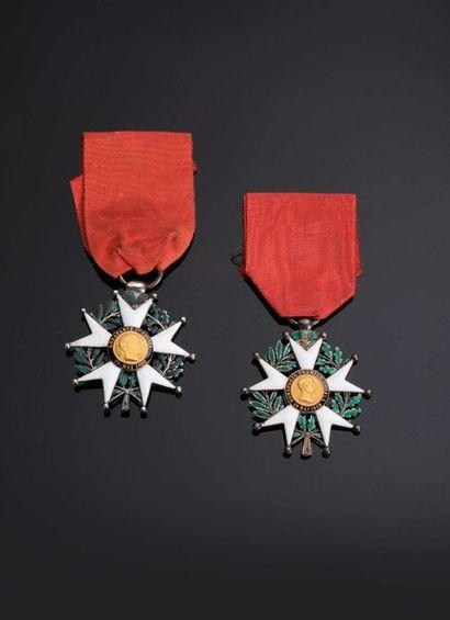 .–IDEM-. Deux étoiles de chevalier en argent...