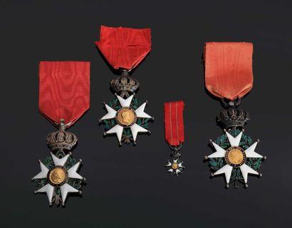. –IDEM-. Lot de trois étoiles de chevalier...