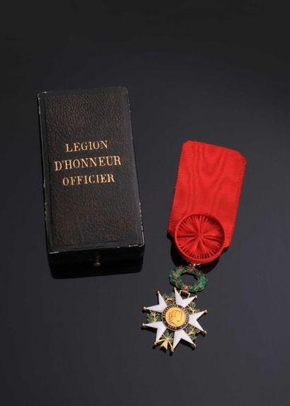 –IDEM-. Etoile d'officier en or (poinçon...