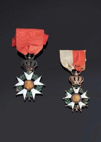 –IDEM-. Deux étoiles de chevalier en argent...
