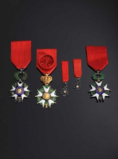 DIVERS. Lot de 5 décorations : étoile d'officier...