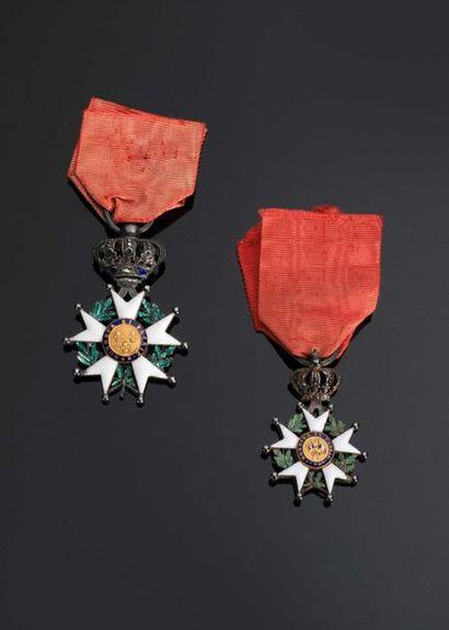 –IDEM-. Deux étoiles de chevalier en argent,...