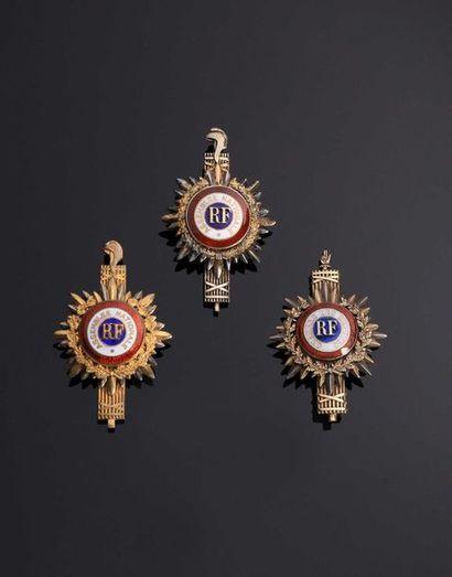 IV REPUBLIQUE. Deux insignes de députés en...