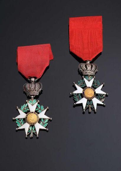 IDEM-. Deux étoiles de chevalier en argent...