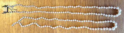 2 colliers en chute de perles de culture...