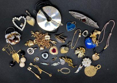 Lot de bijoux FANTAISIE comprenant notamment...