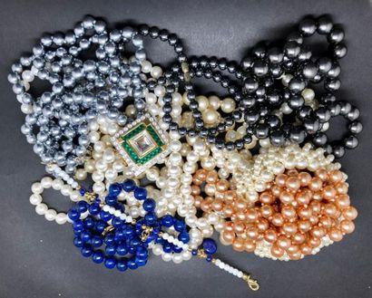 Lot de 9 sautoirs de perles de couleurs FANTAISIE....