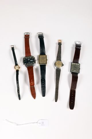 Deux montres-bracelets Tissot dont une rectangulaire...