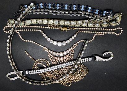 Lot de 4 colliers FANTAISIE et 1 bracelet:...