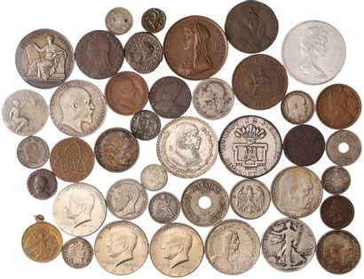 Lot: Environ 95 monnaie/jetons diverses de...