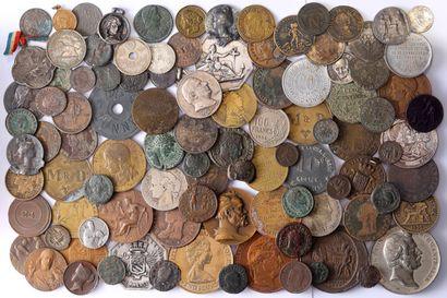 Lot : Environ 100 monnaies/jetons divers...