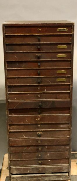 Une layette de 20 tiroirs avec son contenu...