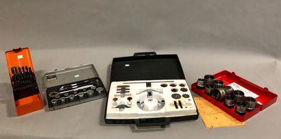 Boîte d'accessoires pour un appareil à percer...
