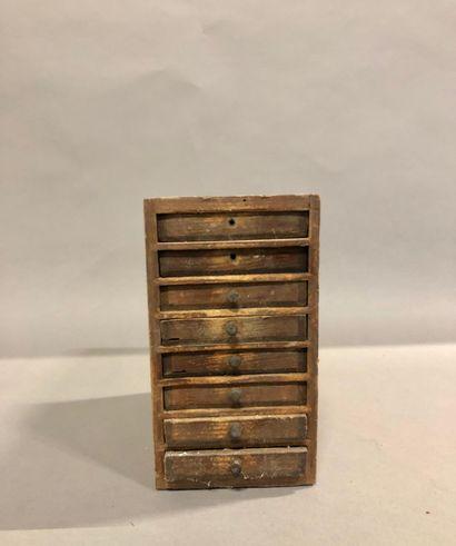 Petite layette de 8 tiroirs avec son contenu...