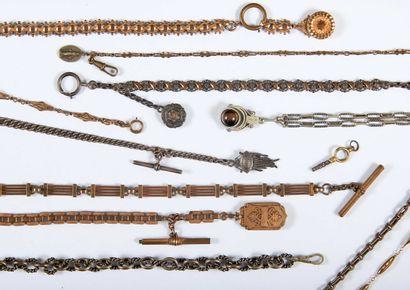 Onze chaînes de montre, certaines avec clés...