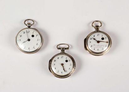 Trois montres à verge en argent, dont une...