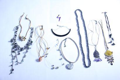 1 lot de bijoux fantaisies dont sautoirs