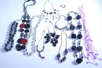 1 lot de bijoux fantaisies dont colliers...