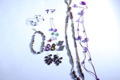 1 lot de bijoux fantaisies dont sautoirs,...