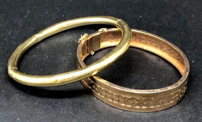 Lot de deux bracelets joncs en or jaune 18K...