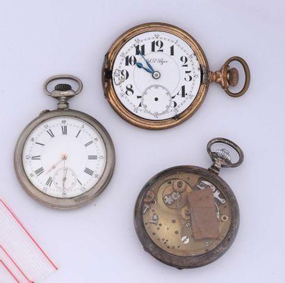 Trois montres à ancre en métal, dont deux...