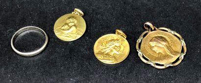 Lot comprenant 1 médaille religieuse en or...