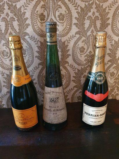 Lot de 3 bouteilles :  - Champagne Veuve Clicquot Ponsardin  - Champagne Perrier-Jouet...