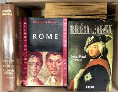 HISTOIRE, un carton de livres récents.