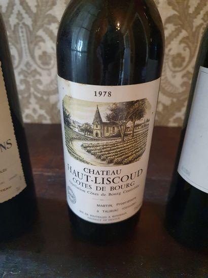 3 bouteilles de vins :  - Château d'Arcins, Haut Médoc, 2002  - Château Haut-Liscoud,...