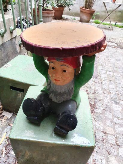 MOBILIER DE JARDIN  By Starck for KARTELL  Nain de jardin assis tenant au dessus...