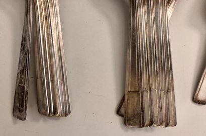 Partie de ménagère en métal argenté, modèle Art Déco, comprenant:  6 couverts (6...