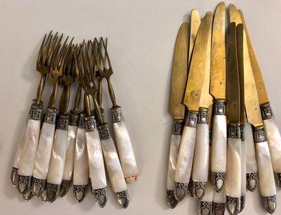 Partie de service à entremets comprenant 12 couverts (12 fourchettes et 12 couteaux...