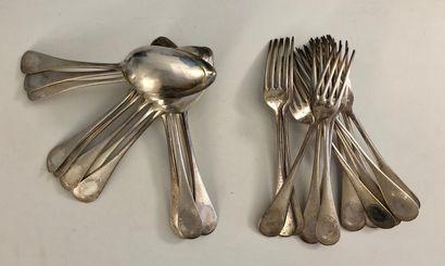 12 couverts (12 grandes fourchettes et 12 grandes cuillers) en argent (Minerve)...
