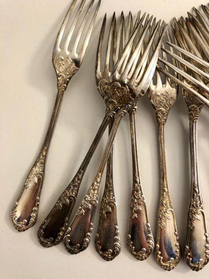 12 couverts à entremets (12 fourchettes et 12 cuillers) en argent (Minerve) à décor...